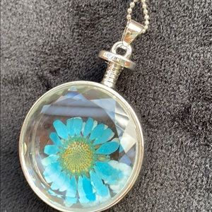 Jewelry - ⭐️ Necklace encased blue flower